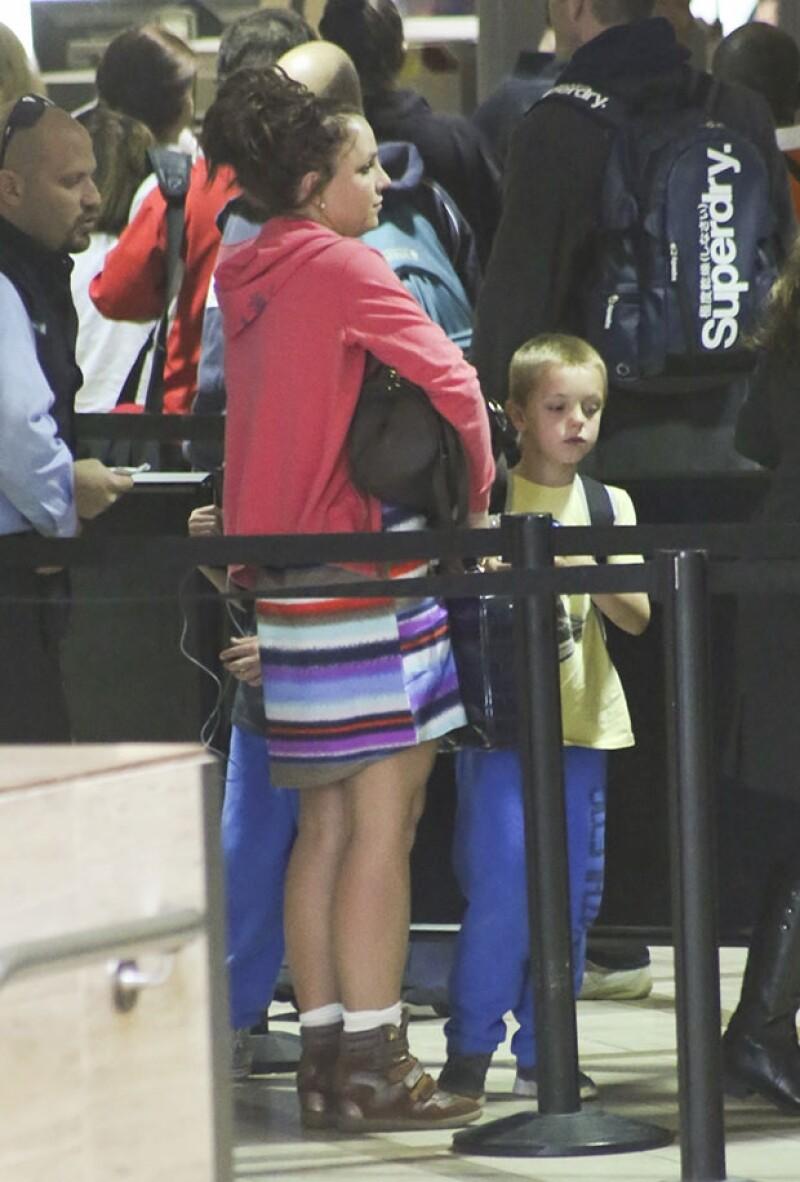 Britney viajó en compañía de su hijo Sean Preston.
