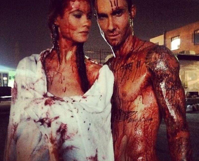 El vocalista de Maroon 5 no deja de presumir a su guapa esposa Behati Prinsloo.