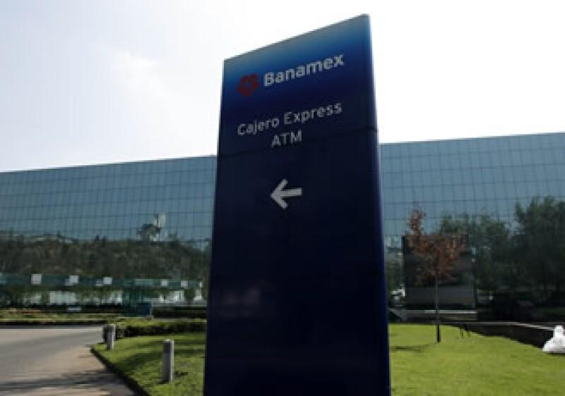La próxima semana se promoverá un recurso de inconstitucionalidad contra bancos que operan con capital extranjero en México. (Foto: archivo AP)