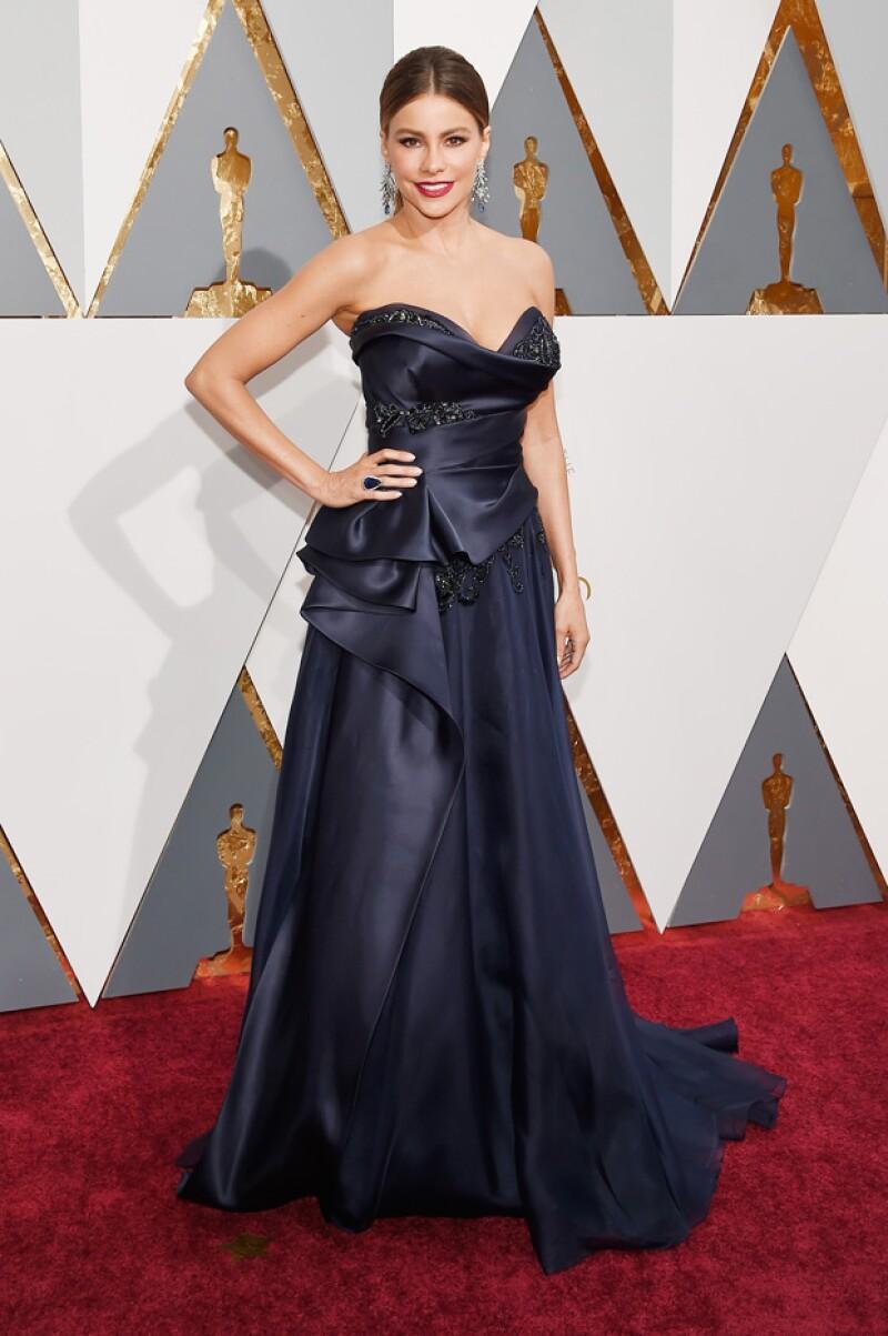La actriz sorprendió con un vestido Marchesa de corte en A y peinado totalmente diferente a lo que nos tiene acostumbrados. Los especialistas aseguran que el cambio fue una gran elección.
