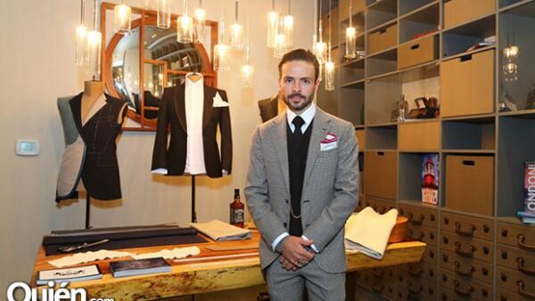 El actor sigue expandiendo su faceta en los negocios y lo acompañamos a la inauguración de su nueva barbería y sastrería en Santa Fe.