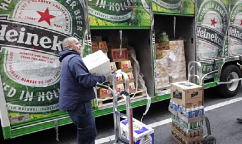 El 60% de los costos de las firmas cerveceras en Brasil están expresados en dólares. (Foto: AP)