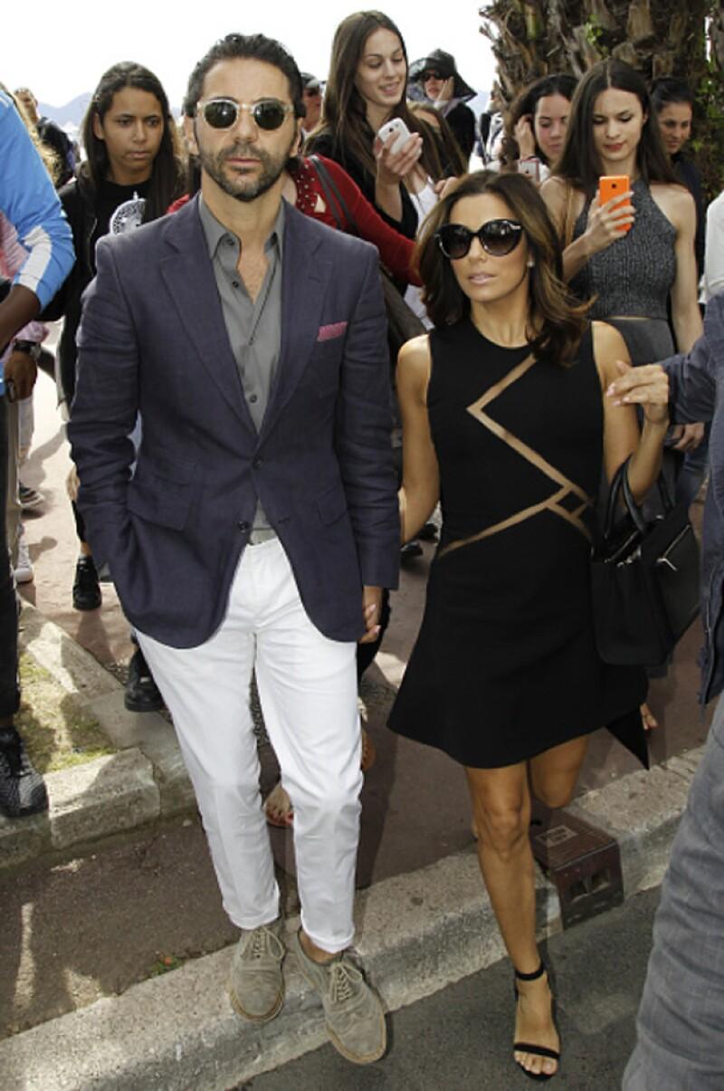 La guapa actriz y el empresario mexicano asistieron juntos a la gala amfAR de Cannes y también fueron vistos paseando su amor con su característico estilo por la ciudad francesa.