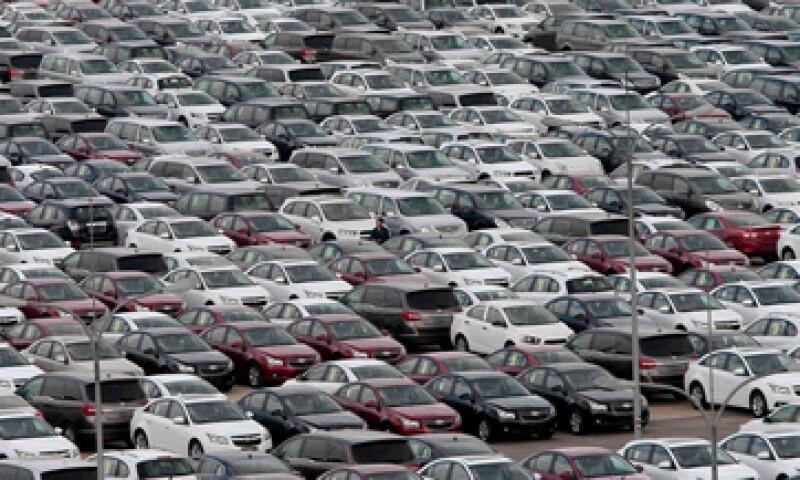 GM revisará también la caja de cambios de 466,940 camiones y 4X4. (Foto: Reuters)