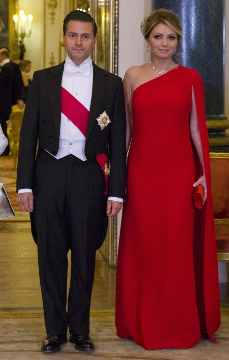 Enrique Peña Nieto y Angélica Rivera en el palacio de Buckingham.