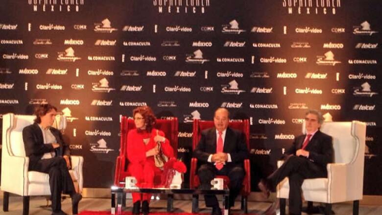 La dos veces ganadora del Oscar estuvo acompañada por su hijo Carlo Ponti, Carlos Slim, y el titular de CONACULTA, Rafael Tovar y de Teresa