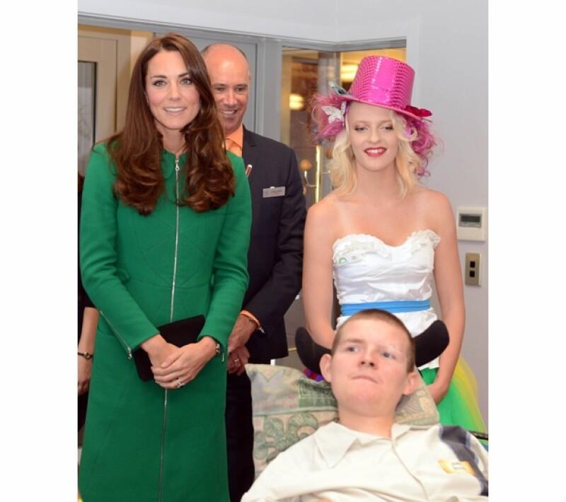La duquesa de Cambridge esta vez hizo una aparición sola para visitar una estancia de enfermos terminales y otros padecimientos en Nueva Zelanda.