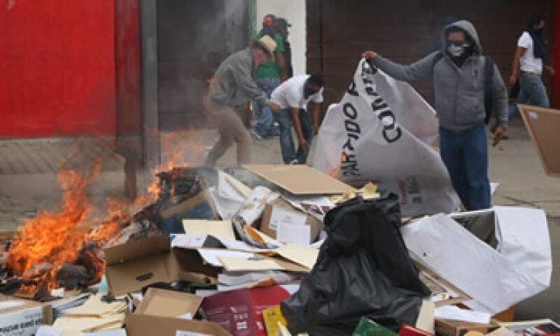 Los maestros de la CNTE se oponen a las elecciones del domingo. (Foto: Cuartoscuro )