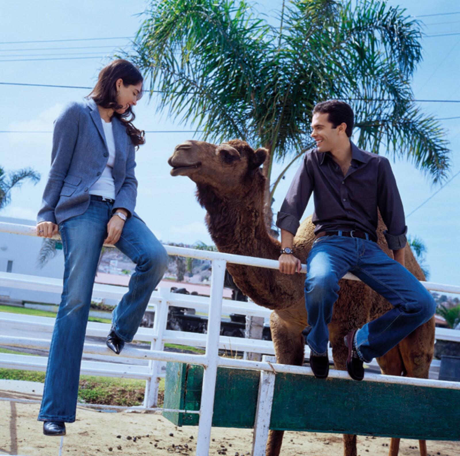 Alejandro y Mara Hank en el zoológico privado de Jorge Hank Rhon.