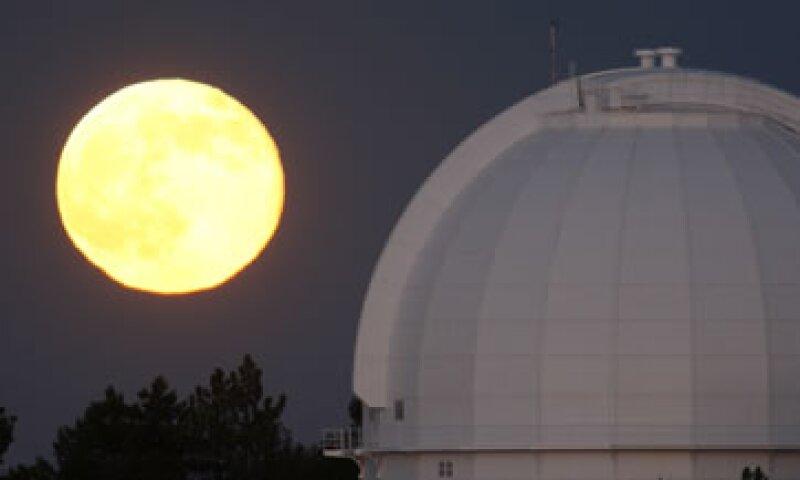 Cada mes tiene una Luna llena, pero una vez cada tres años ocurren dos eventos, esa es la Luna azul. (Foto: Getty Images/Archivo )