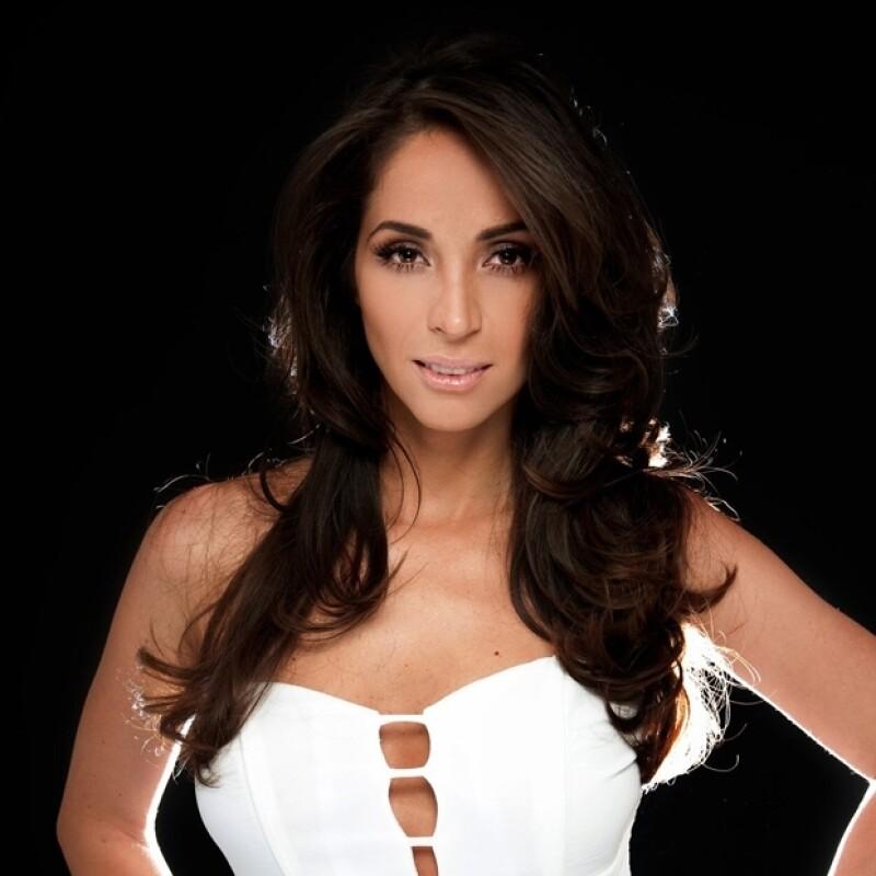 Claudia se disculpó por el incidente y recientemente estrenó el sencillo que corresponde al videoclip.