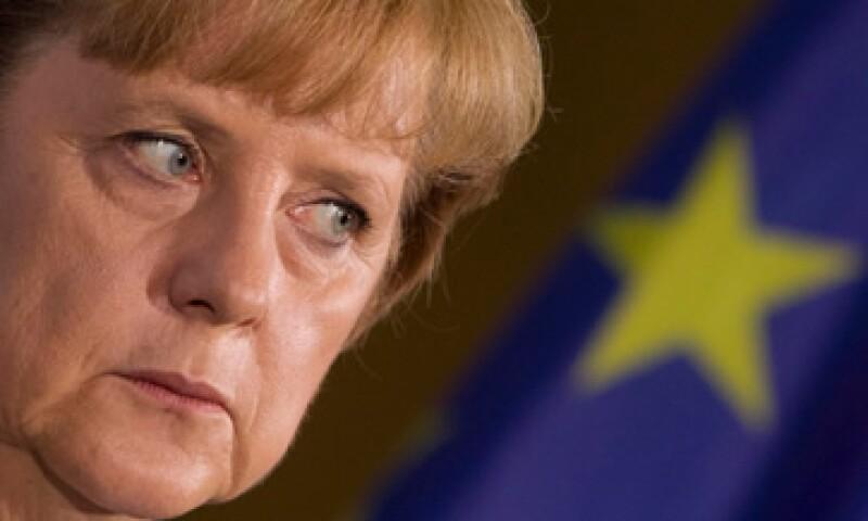 Angela Merkel dijo que a pesar de que se aprobó el pacto para aliviar la deuda en la eurozona, se necesitan reformas estructurales. (Foto: Reuters)