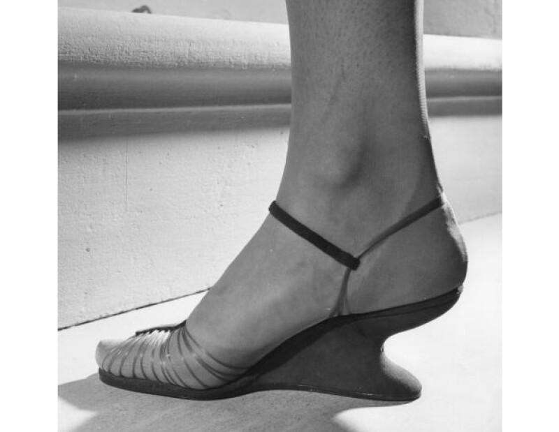 Es uno de los diseñadores de zapatos más respetados en la industria de la moda y casi todas las celebs usan sus diseños, pero ¿Sabes por qué se convirtió en un gurú del calzado? Aquí te lo decimos.