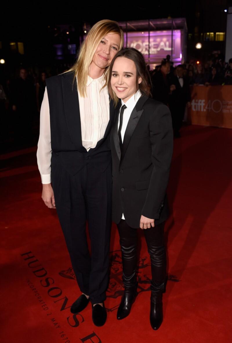 La actriz posó por primera vez en público junto a su novia Samantha Thomas en el Festival de Cine de Toronto este domingo.