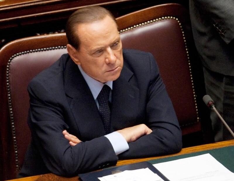 Berlusconi ya no gobierna Italia.