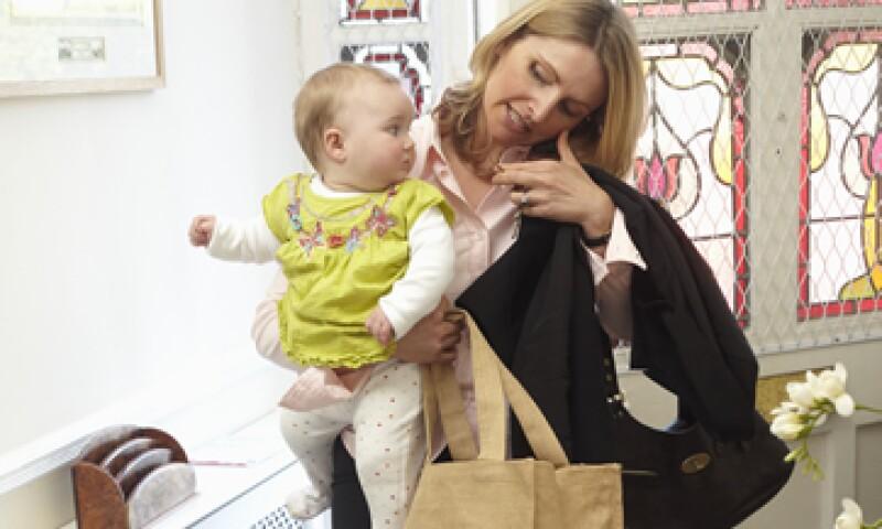 La cultura empresarial, más allá de discriminación a mujeres, excluye muchas veces a la figura materna. (Foto: Getty Images)