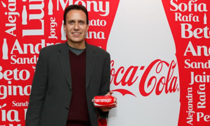 El director de marca Coca Cola en México, José Luis Basauri, informó que los consumidores podrán personalizar sus latas de 355 ml. (Foto: Cortesía de Coca Cola)