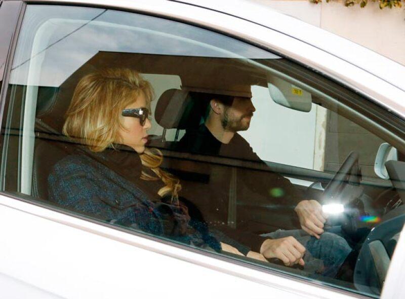 La cantante fue captada abandonando el hospital en donde hace unos días dio a luz a Sasha, su segundo hijo.
