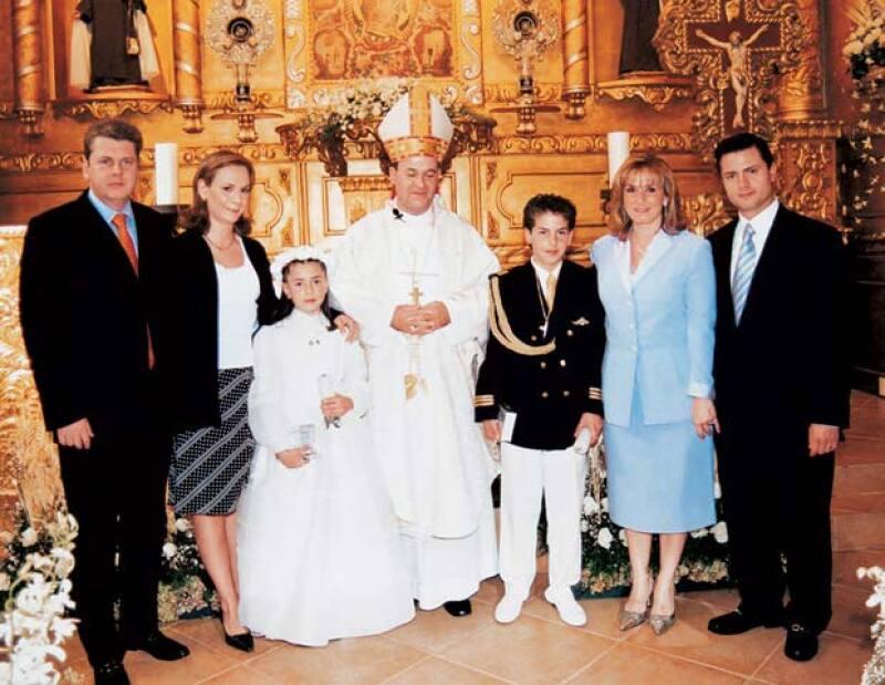 En la revista Quién® publicamos en 2005 la primera comunión de la hija de Peña Nieto, en la que el padrino fue el dueño de la empresa que le vendió una casa en Ixtapan de la Sal.
