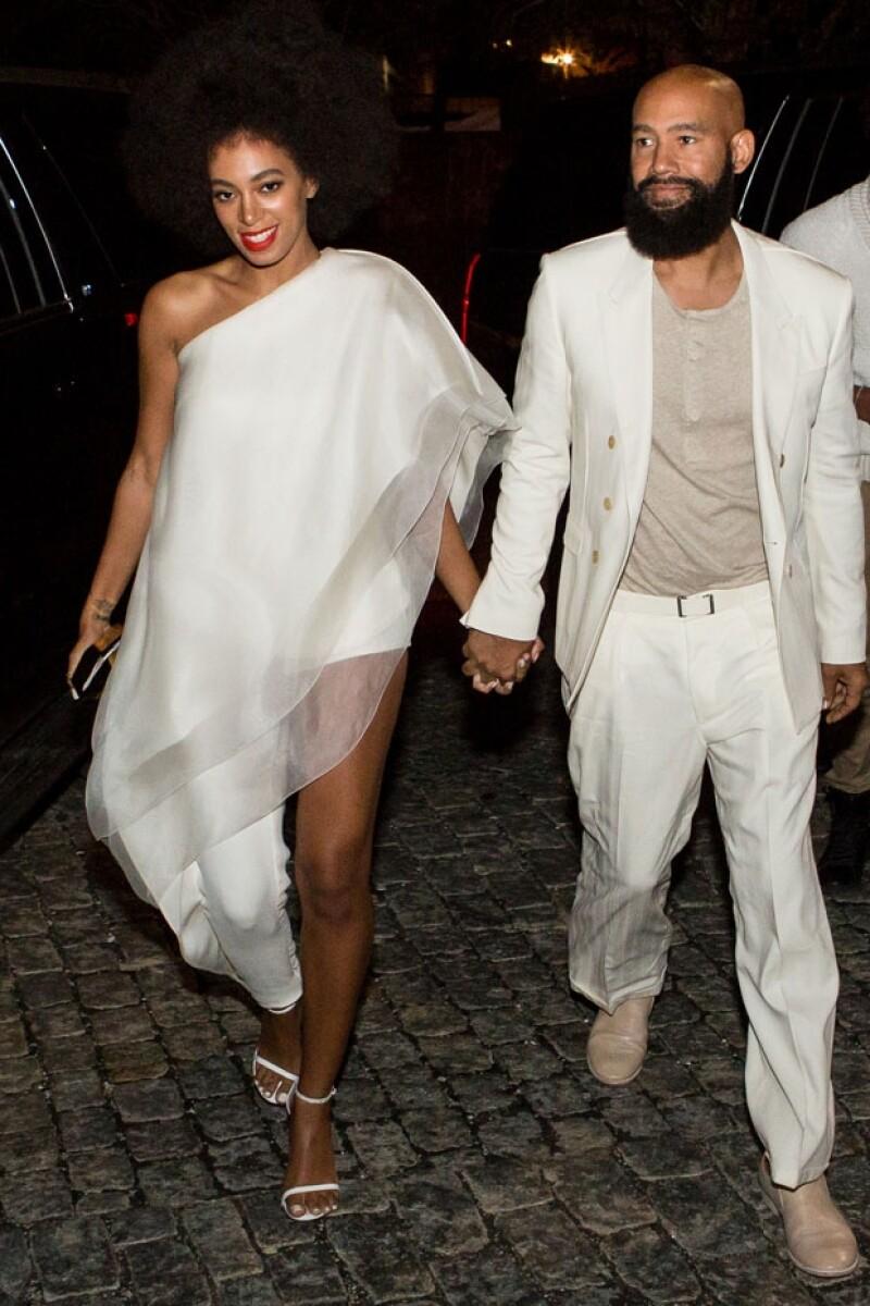 Solange y su ahora esposo ensayaron su boda ayer por la noche en una iglesia.