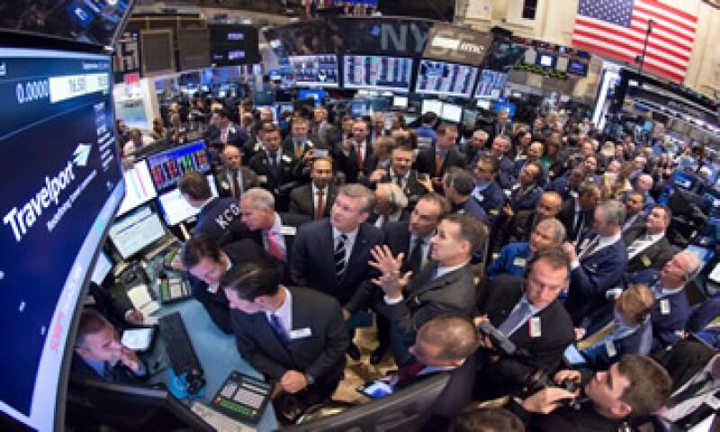 El Dow Jones cae 0.99% al inicio de la jornada. (Foto: Reuters)