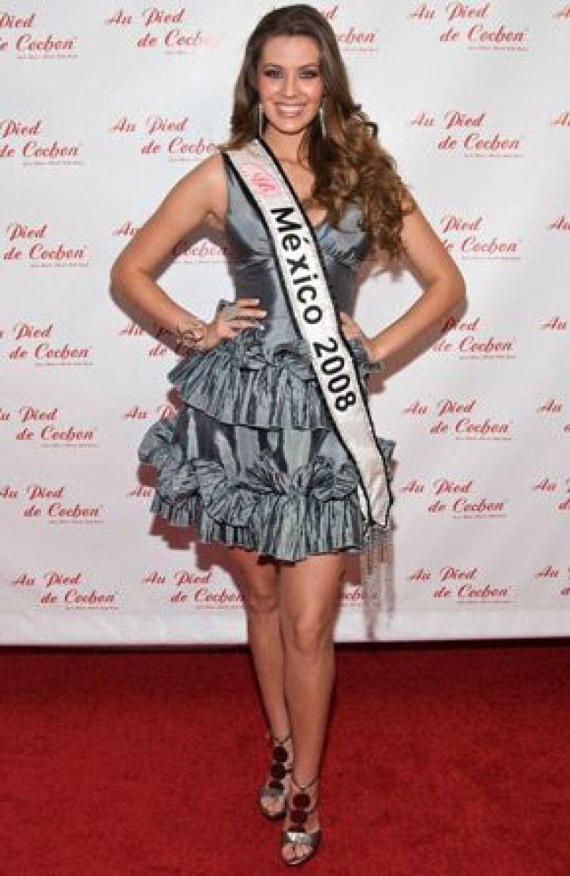 La Miss México se presentará el 23 de agosto en las Bahamas para contender en el concurso Miss Universo. Para ello, Karla se hizo arreglos en el cuerpo y tomó clases de todo tipo.