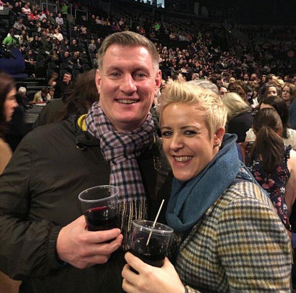 Ellos son los futuros esposos, Hayley Consuegra, de 34 años, y  Neil Pringle, de 47.