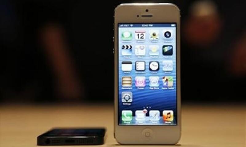 El nuevo iPhone 5 tiene una pantalla mejorada de 4 pulgadas y conectividad 4G. (Foto: Reuters)