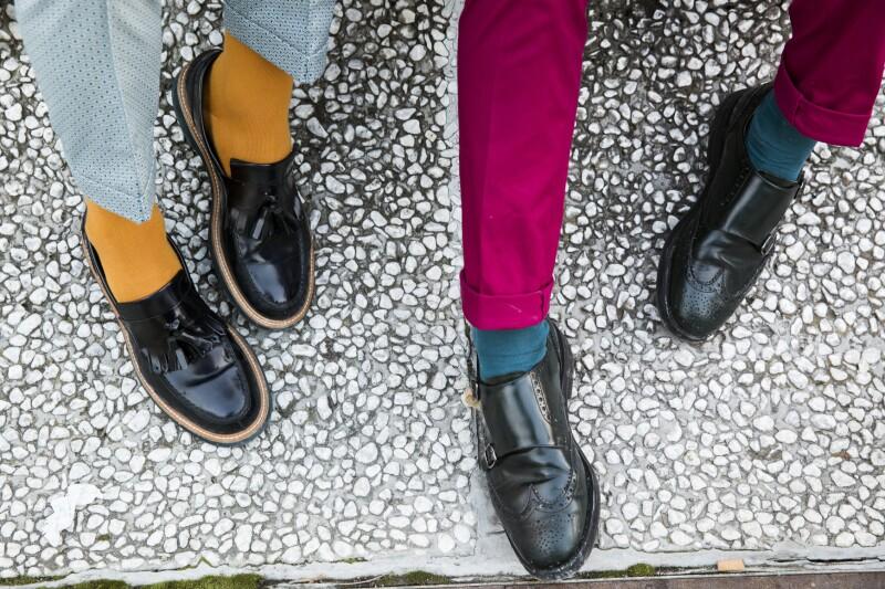 Calcetas con pantalones de color