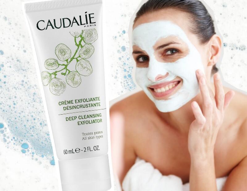 El tercer paso es exfoliar tu piel. Recuerda que la debes exfoliar máximo dos veces por semana.