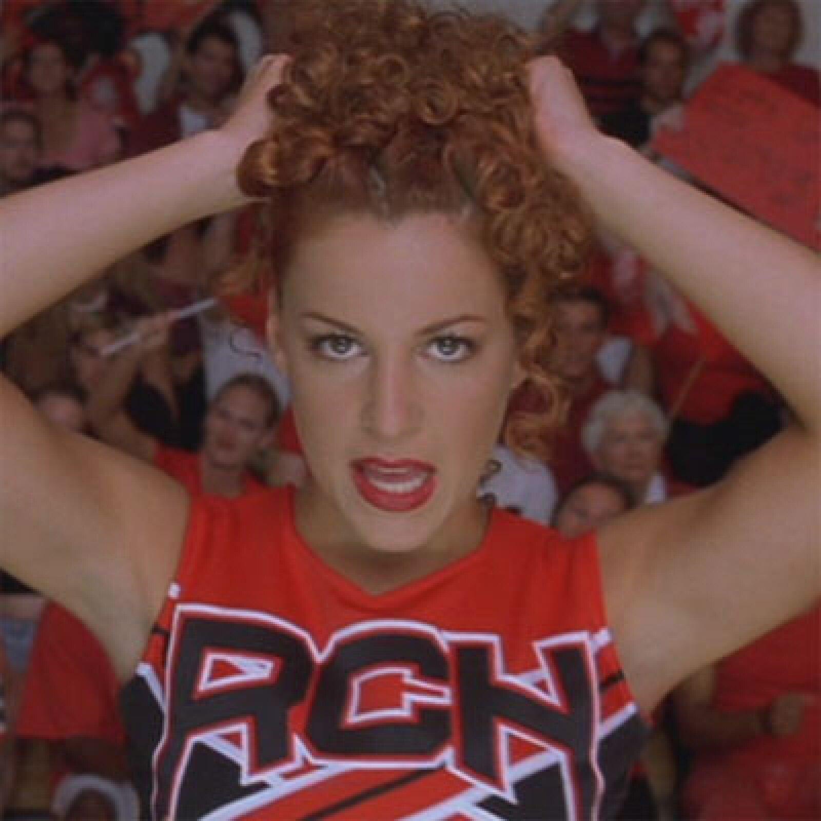 """Hasta en las porristas puede haber maldad, """"The Big Red"""" es una de ellas, pues en """"Triunfos Robados"""" le mostró a Kirsten Dunst que ella es """"sexy, guapa y popular""""."""