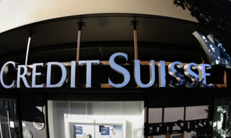 Credit Suisse reportó que su ganancia neta subió 12% a 683 millones de francos, incumpliendo una previsión que estimaba una ganancia de 1,100. (Foto: AP)