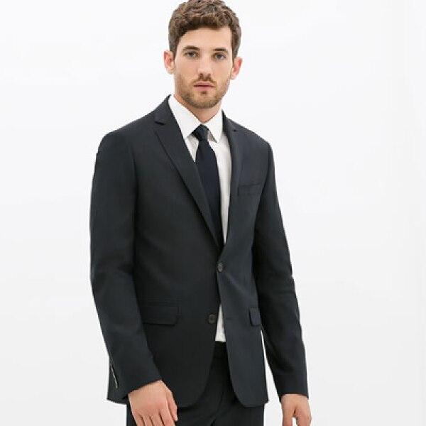 Un traje azul es el protagonista en el guardarropa de un ejecutivo.