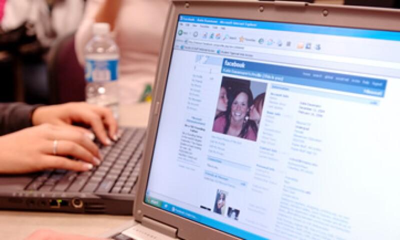 Facebook ha tenido episodios donde se cuestionan sus políticas de privacidad. (Foto: AP)