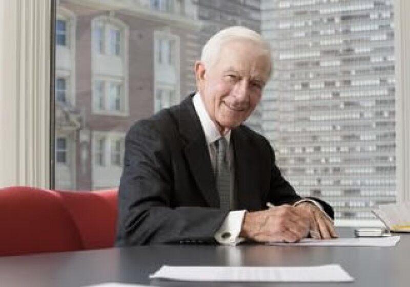 Los expertos recomiendan a los trabajadores mayores buscar empleo en empresas medianas y pequeñas. (Foto: Jupiter Images)