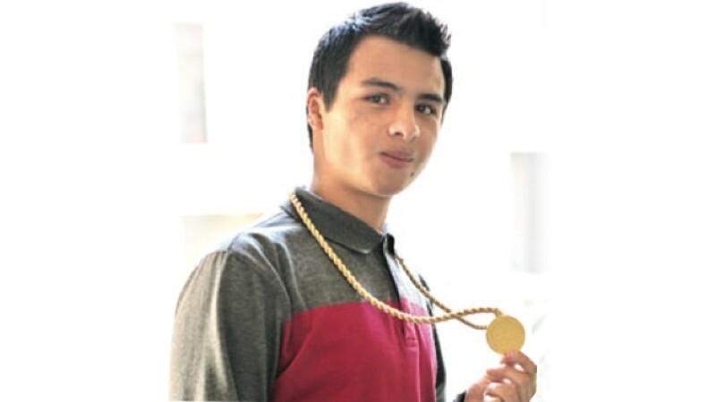 Javier Mendez Ovalle gana medalla de física