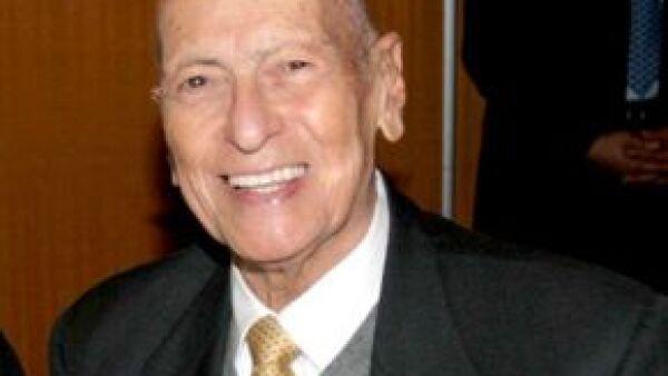 Moisés Saba Ades y sus hijos recibirán una pensión mensual durante años, dijo el notario que otorgó fe del testamento de Issac Saba Raffoul.