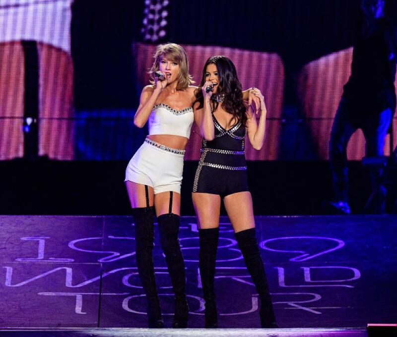 La cantante enloqueció a sus fans al invitar a la ex protagonista de Friends para interpretar junto a ella la famosa canción de Phoebe Buffay.