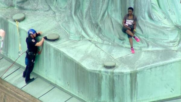 Protesta en la Estatua de la Libertad