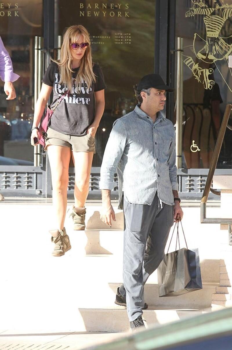 La pareja fue captada en Beverly Hills tras el nacimiento de su hijo Jaime, Heidi aprovechó la salida en pareja para lucir su admirable figura.