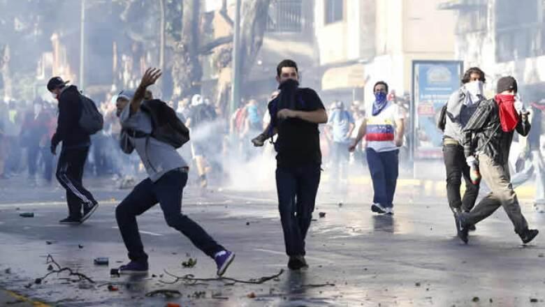 El presidente Maduro asegura que las protestas son un intento de golpe de Estado planeado por la oposición con financiamiento de EU.
