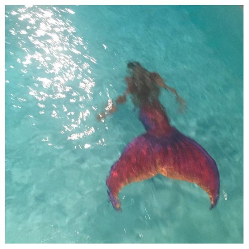 Kim comartió el momento en el que la sirena entró nadando.