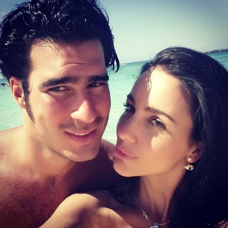 """La pareja festejó el cumpleaños de la experta en moda en Bahamas, y además tuvieron una """"double date"""" con Sherlyn y Gerardo Islas en Miami."""