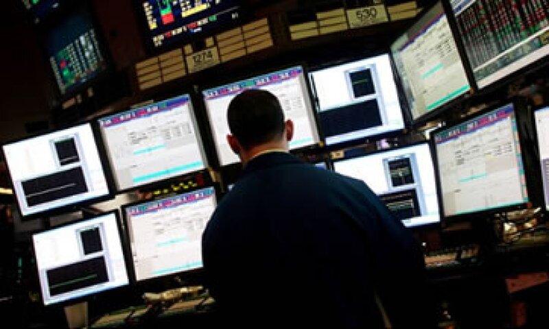 Thomson Reuters no declara cuánto cobra a los fondos por enviarles de forma anticipada el resultado de la encuesta. (Foto: Cortesía de CNNMoney)