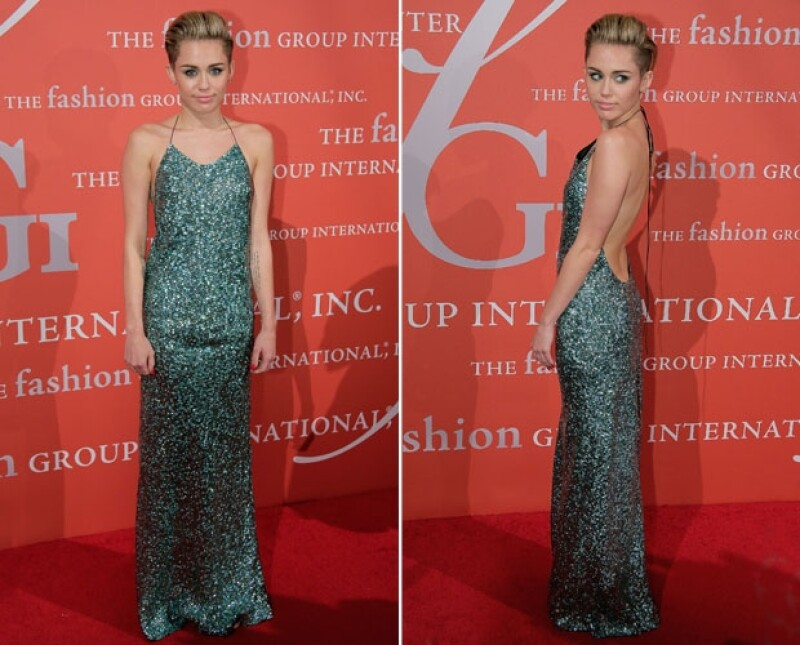 Miley Cyrus lució espectacular en la noche de premios de moda de la organización `Fashion Group International´.