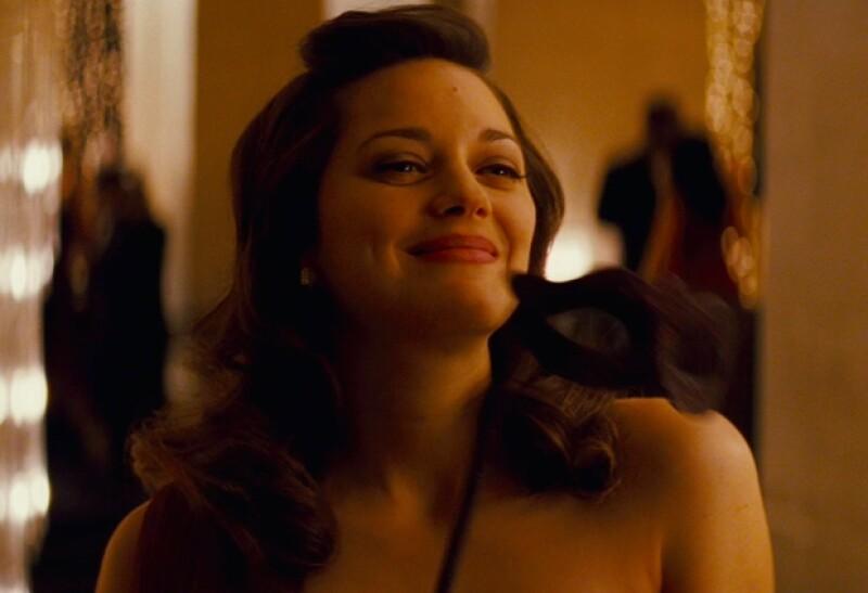 Marion Cotillard actúa a una frágil y clásica dama en la película ocultando su verdadera personalidad.