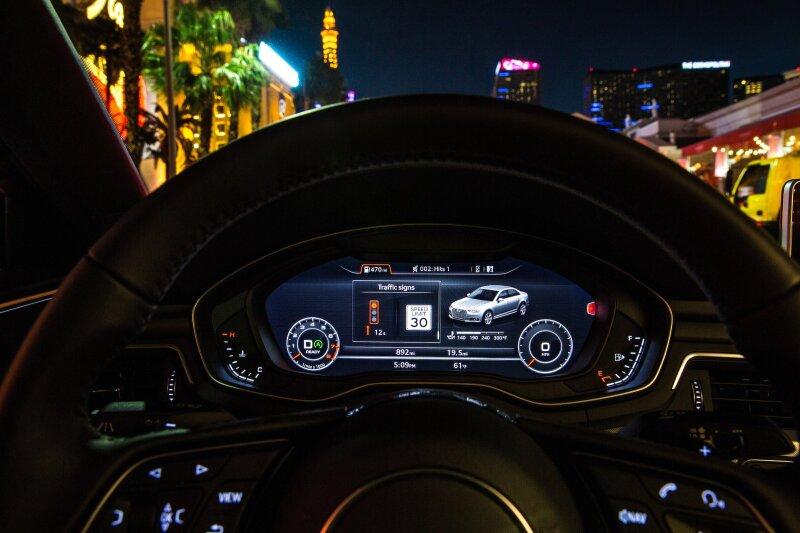 Large-Audi-Traffic-Light-Information