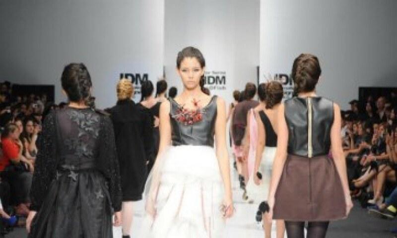 Crear piezas para uso cotidiano es un reto del diseño de modas, afirma. (Foto: Cortesía Héctor Serna)