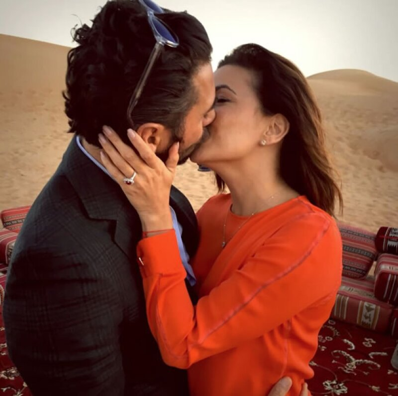 Así le propuso matrimonio Pepe a Eva: con un anillo de rubí en el desierto de Dubái.