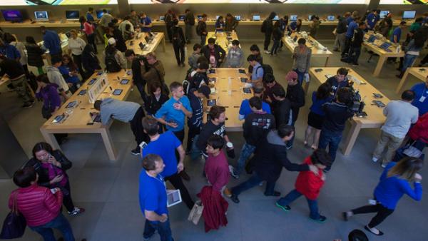 En Londres, Apple impuso un límite de compra de dos teléfonos por cliente, para evitar la reventa.